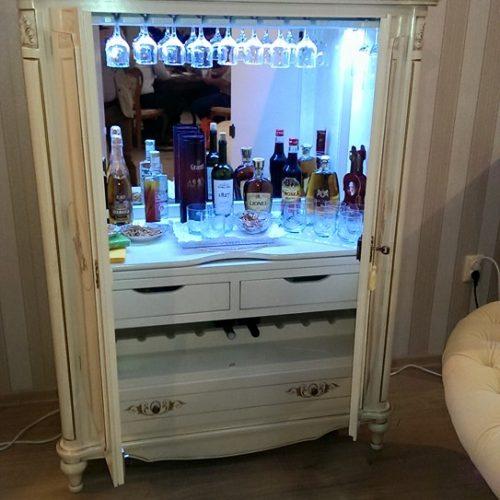 16. Colectia Larisa - comoda bar alb